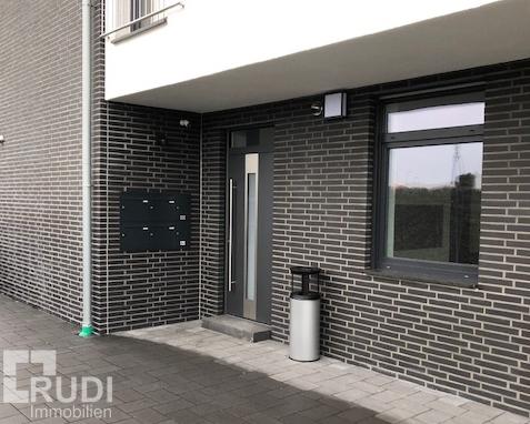 Eingang Büro mit Terrasse in Paderborn / Schloß-Holte